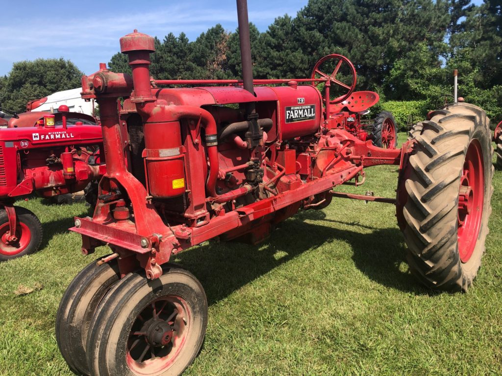 Lots of Antique tractors, high-quality tools | Speckmann